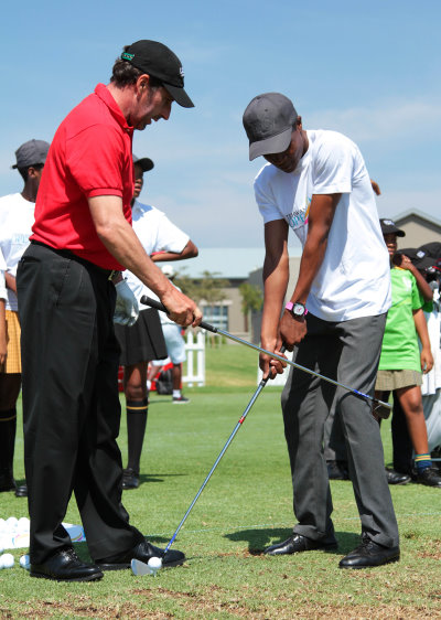 Jose Maria Olazabal points out a few key swing tips to one of the schoolchildren at the Tshwane Open golf development clinic (credit: Petri Oeschger/Sunshine Tour)