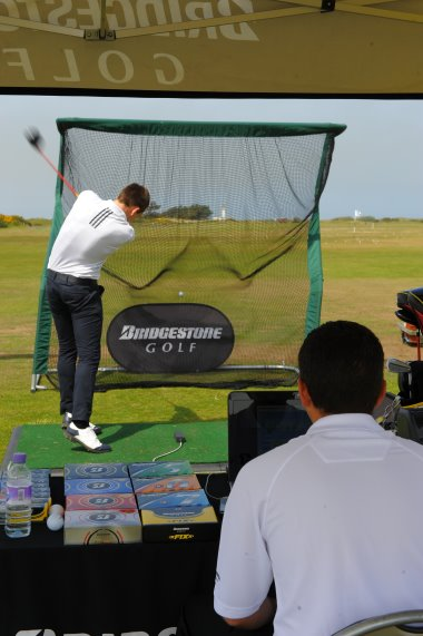 Bridgestone Ball-fitting action shot