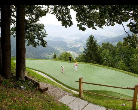 San Lorenzo Mountain Lodge, a private golf course at 1,200m