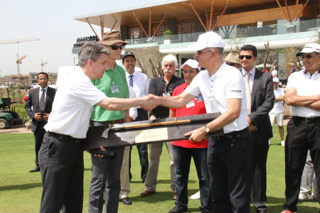 Keith Haslam (left) of Braemar Golf presenting M. Ali Ghannam of Compagnie Générale Immobiliére with a traditional golf club from c1750, made in St Andrews.