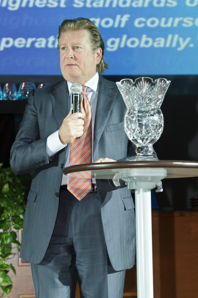 Dana Garmany accepts the 'Lifetime Achievement Award' at the 2012 KPMG Golf Business Forum