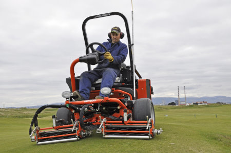 The Jacobsen GP400 is ideal for the undulating approaches and green surrounds at the Royal Dublin Golf Club