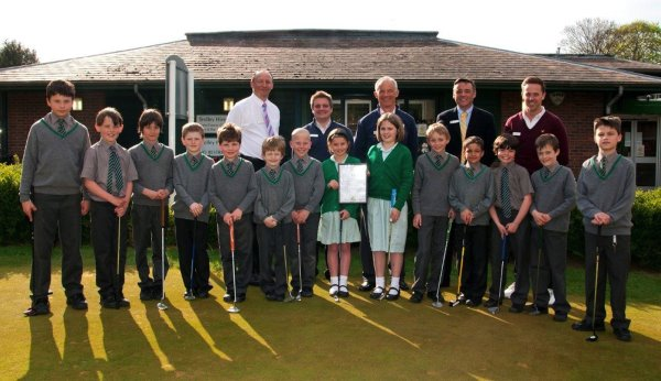 Community engagement in action at Hoebridge Golf Centre as the only GEO Certified™ public pay-and-play facility in the UK welcomes pupils from St Andrews School, Woking, for free golf tuition