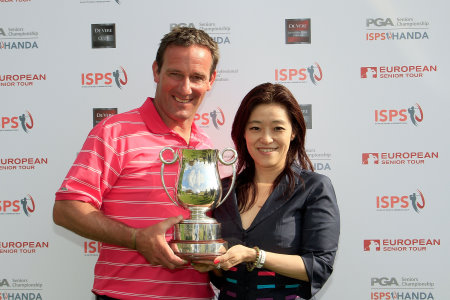 Paul Wesselingh and ISPS Executive director of International Affairs Midori Myazaki (courtesy of Getty Images)
