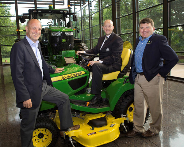 (left to right) Mark Casey, Eicko Schulz-Hanssen and John Deere Golf's European product marketing manager Howard Storey