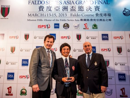 Shinichi Mizuno (centre) of Hong Kong with Sir Nick Faldo (left) and Dominic Wall of The R&A during the seventh Faldo Series Asia Grand Final at Mission Hills Golf Club in Shenzhen, China in March 2013