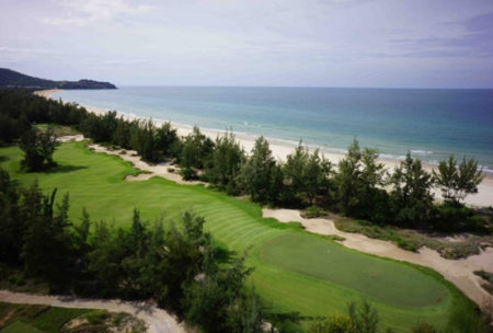 The 9th hole at Laguna Lang Co Golf Club borders the East Sea