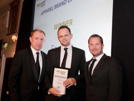 Russell Lawes (centre), FootJoy, collects the 'Apparel Brand of the Year' award from Rugby World Cup Winner and event host, Neil Back (left).