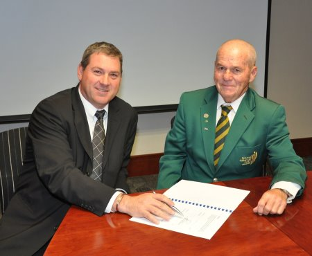 Indwe executive director Joe Szemerei and Bruce Younge, executive director of the South African Golf Association sign the new three year sponsorship agreement between SA Senior Golf and Indwe Risk Services