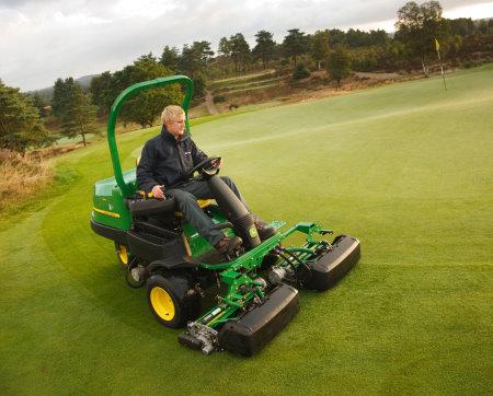 John Deere 2500E greens mopwer