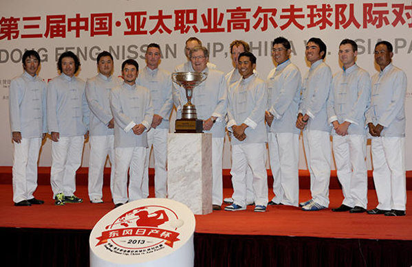 Peter Thomson with the Asia-Pacific Select side at the Dongfeng Nissan Cup