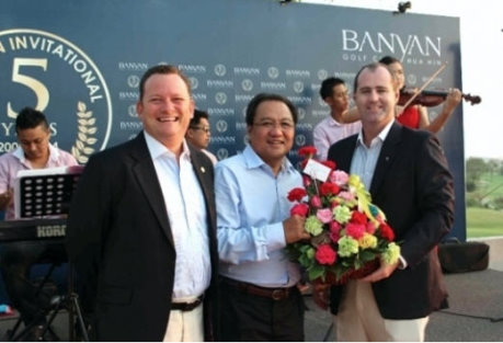 Banyan Golf Club general manager Stacey Walton and director of operations Stuart Daley make a presentation to TAT governor Khun Tawatchai Arunyik during the club's 5th anniversary celebrations