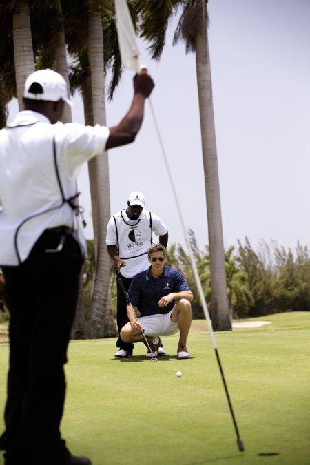 HM golf putt1