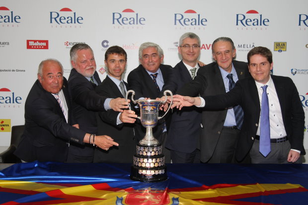 (From left to right: Angel Gallardo, Vice President of The European Tour and co-designer of PGA Catalunya Resort's Stadium Course, venue of The 2014 Open de España, Ramón Ramos, Director of the Costa Brava Girona Tourist Board, Iván Tibau, Catalan Government's Sports Secretary, Gonzaga Escauriaza, Presidend of the Royal Spanish Golf Federation, José Ramón López, Managing Director at Reale Seguros, Alberto Duran, President of the Catalan Golf Federation, and Miguel Girbes, Golf Director at PGA Catalunya Resort)