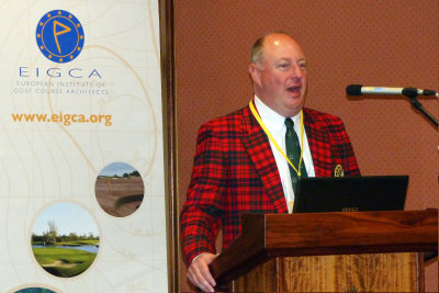 Drew Rogers, ASGCA, speaking at the conference