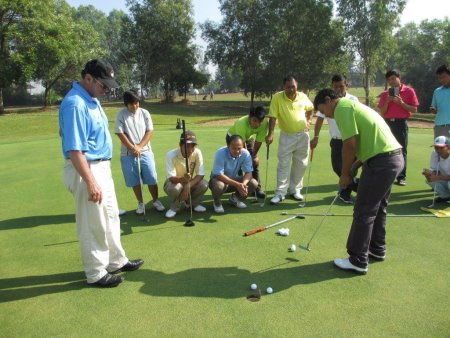 Mark Holland (left) conducts a putting clinic