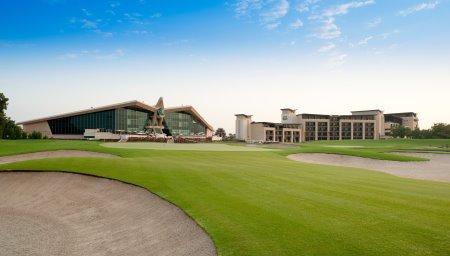 The stunning backdrop to the HSBC Golf Business Forum – Westin Abu Dhabi Golf Resort & Spa and 18th green at Abu Dhabi Golf Club