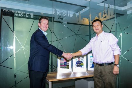 Ben Cowen (left), The European Tour's Deputy Director of International Policy, and James Lee, Executive Chief Editor of Golf World China