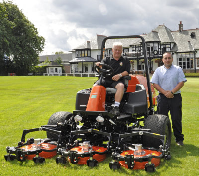 Chris Yeaman with his Jacobsen AR522 and Stephen Muir of Fairways GM