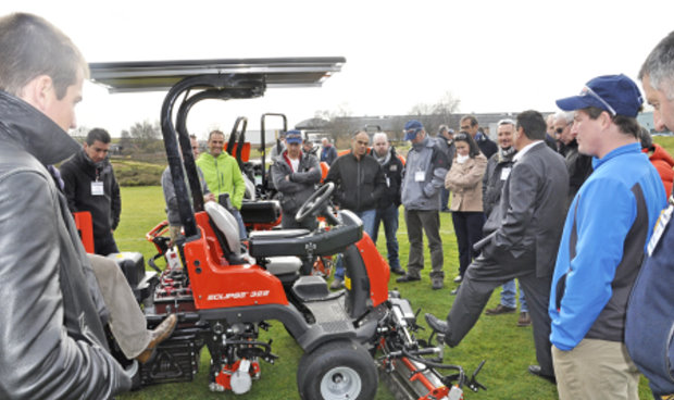 Laurent Proupin, Executive Director of Ransomes Jacobsen France, explains the merits of the solar power to extend the range of the all-electric Jacobsen Eclipse 322 greens mower