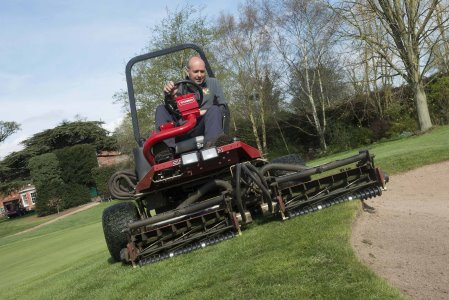 Toro's Reelmaster 3100-D in action at Droitwich Golf Club