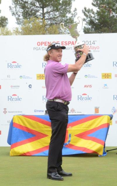 Jimenez lifting The 2014 Open de España trophy