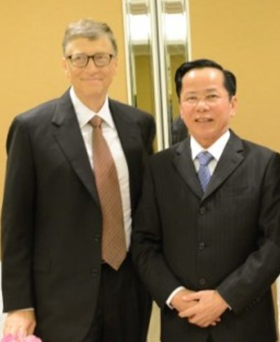 Bill Gates and Le Van Kiem