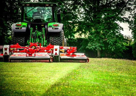 The new Trimax Pegasus video highlights the mower's exceptional quality of cut