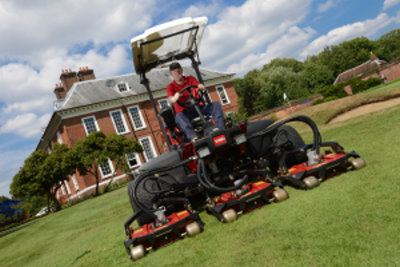 Course Manager, Allen Blizzard putting the Groundsmaster 4300-D to good use.