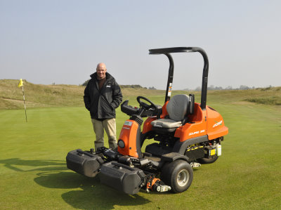 Head Greenkeeper Peter Read with the Jacobsen Eclipse 322 hybrid greens mower