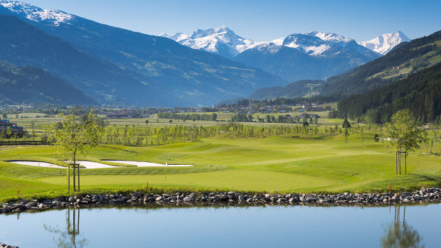 Golfclub Zillertal-Uderns, surrounded by mountains in a picturesque Austrian valley