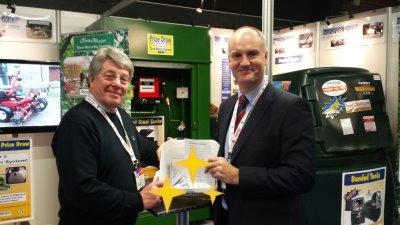 David Mears (left) and Jim Croxton draw the winner