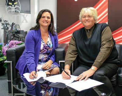 Laura Davies with Lynx Golf CEO, Stephanie Zinser