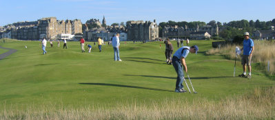 Putting on the Himalaya putting green at St Andrews is highly popular and enjoyable without the need for a low mowing height of cut