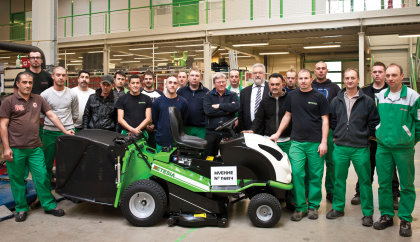 After more than twenty years and several facelifts, Etesia has produced the last Hydro 100 MVEHH, with a new model being launched in April 2015