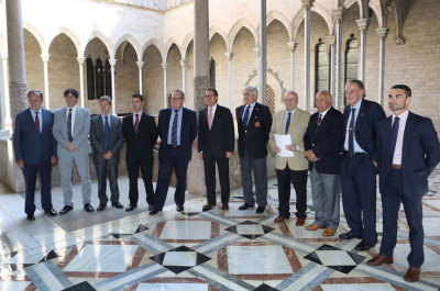 President Artur Mas (centre) hosts Richard Hills of Ryder Cup Europe (fifth from left) at the Palau De Generalitat, Barcelona