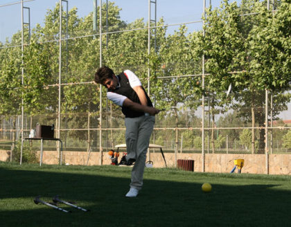 Juan Positigo prepares ahead of the Spanish Adaptive Golf Championships