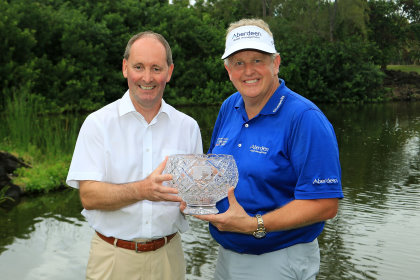 Colin Montgomerie and Andy Stubbs, Managing Director of the European Senior Tour (Getty Images)
