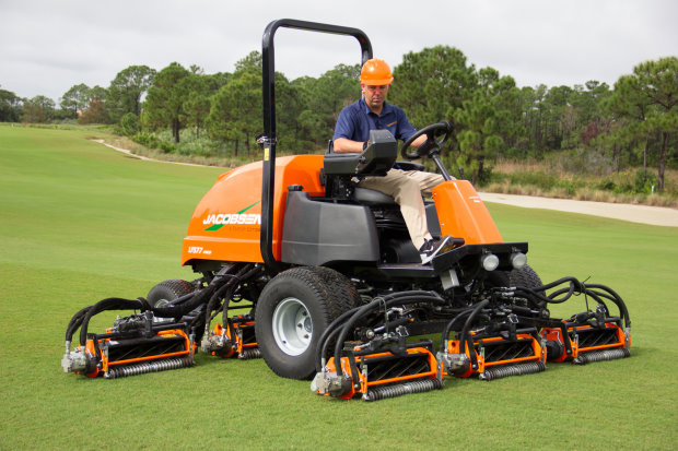 The new LF577 can mow up to 4.5 hectares; with all seven cutting units deployed the LF577 can mow a 3.53 metre swath
