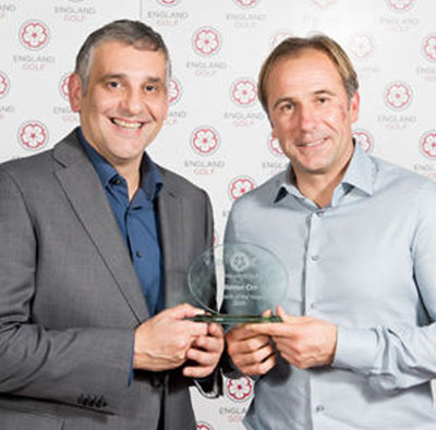 Steven Orr – 2015 Coach of the Year, pictured right, receiving his award from Toni Minichiello (© Leaderboard Photography)