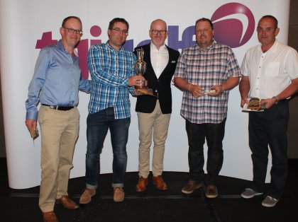 Team Pudney are presented with the TGI Golf Team Challenge trophy by TaylorMade-adidas Golf Commercial Director Andrew Law – from left: Phil Webster, Ryan Pudney, Andrew Law, Jon Batten and Kevin Taylor