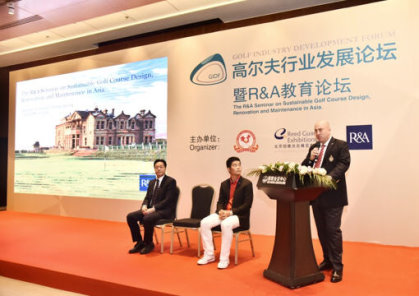 (from left) Wang Liwei, Vice President of China Golf Association, Liang Wen Chong, Captain of the China Olympic Golf Team,Dominic Wall, Director of Asia-Pacific, The R&A
