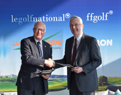 Jean Lou Charon (left), President of the French Federation of Golf and Alan Prickett, Managing Director of Ransomes Jacobsen following the signing the agreement at Golf National