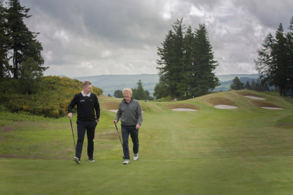 Gallacher and Strachan at the 9th hole of The King's (credit Julie Howden/Gleneagles)