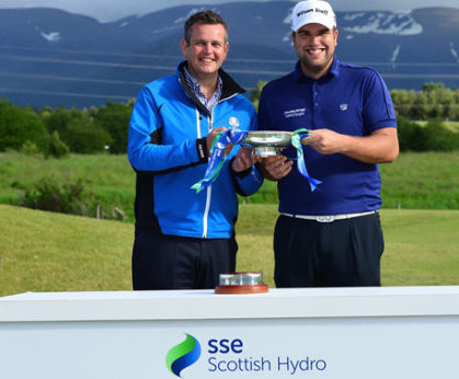 Ruaridh Macdonald (left), Deputy Chief Executive at Macdonald Hotels & Resorts presents Jack Senior with the 2015 SSE Scottish Hydro Challenge title