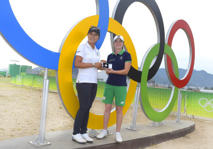 Leona Maguire receives the 2016 Mark H McCormack Medal from Lydia Ko at Rio