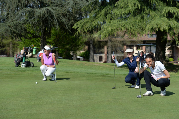 Lady golfers in Italy