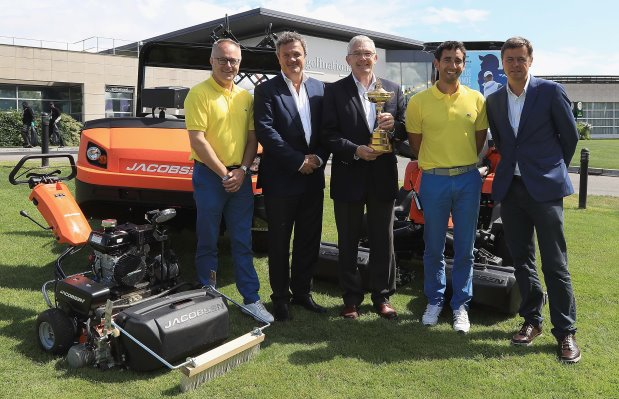 (from left) Paul Armitage, General Manager at Le Golf National; Tim Shaw of Ryder Cup Europe; Alan Prickett, Managing Director of Jacobsen, with trophy; Alessandro Reyes, Superintendent at Le Golf National; and Edward Kitson of Ryder Cup Europe; (Getty Images)