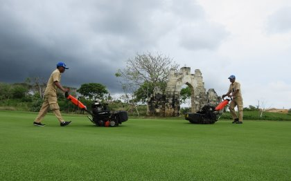 The brand new Bukwit Pandawa facility uses Eclipse greens mowers to maintain its 18-hole golf course.