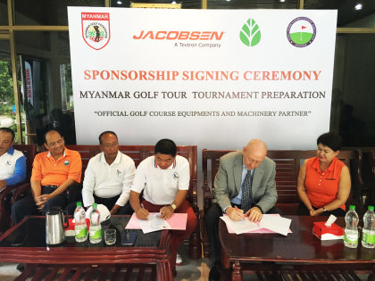Chuck Greif (second right) - Managing Director APAC- signs sponsorship deal that sees Jacobsen become 'Official Golf Course Equipment and Machinery Partner'